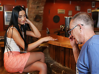 DADDY4K. Man properly nails black-haired hottie in daddy...