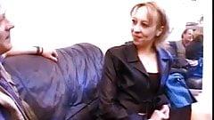 Petite salope (Vanessa) essaye la sodo en casting