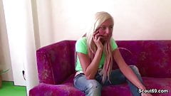 Beste Freundin der Tochter fickt mit ihm als Entschuldigung