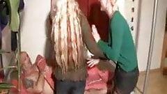 Zwei Blondine auf einmal gefickt