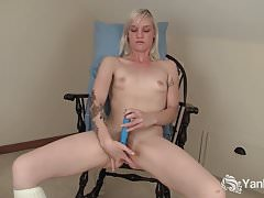 Yanks Blondie Ari Fucks Her New Vibrator