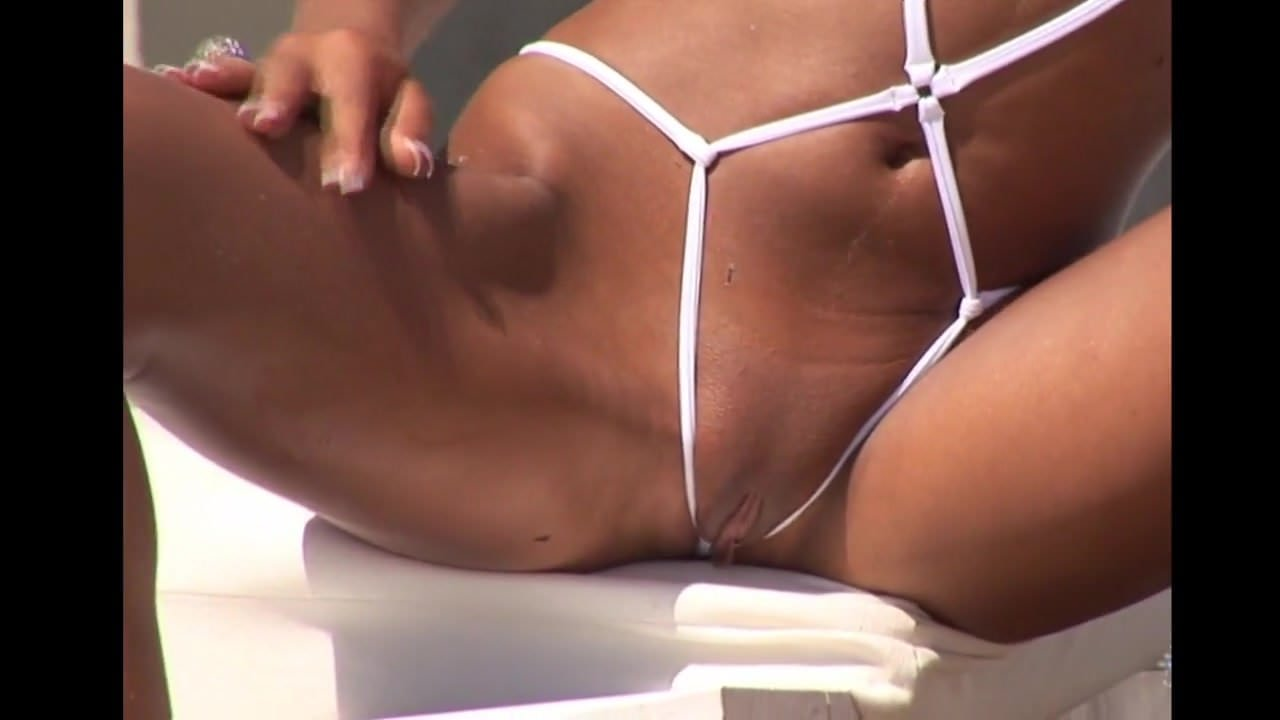 Sexy Baby In Daring String Bikini On The Beach Hd Porn 70-4985