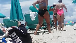 Candid a few sexy asses on Miami beach.