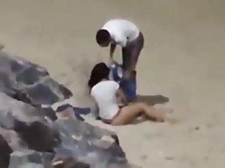 EXCLUSIVO Flagra de casal metendo na praia