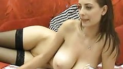 Natural tited hottie does cam show