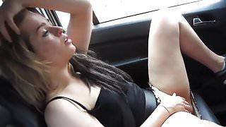 She masturbate in the taxi
