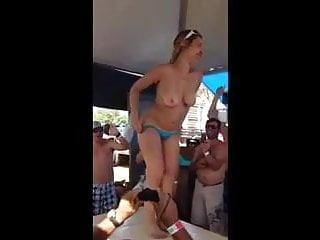 Novinha muito louca nua na festa do vaqueiro