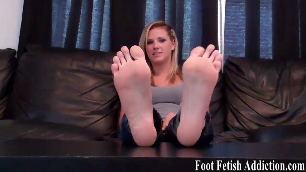Jennifer hawkins legs