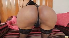 Beautiful Colombian transsexual VeronicaXXX having some fun