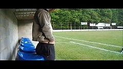 naakt poseren op het voetbalveld