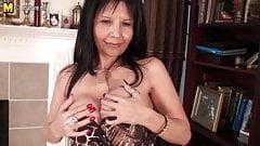 Sexy mature MILF slut