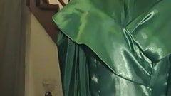 Mein bodenlanges Satinabendkleid