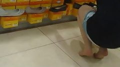 candid nylonfeet in shoe store