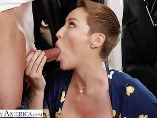 Madura Paga Con Sexo Al Mecánico - Ryan Keely