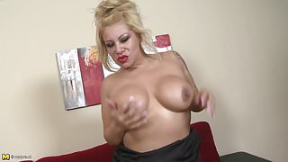 Horny mature mom with big ass and tits