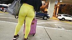 Sexy Latina in yellow leggings