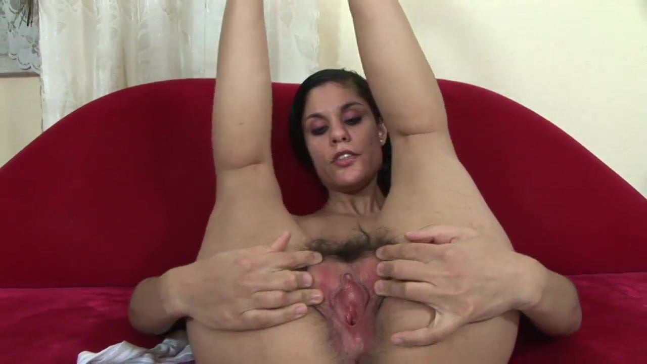 Duded trims babe's pussy before oral lubrication for fucking it hard