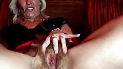 mature blonde masturbating in a webcam