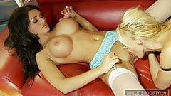 2 hot Babes have some fun