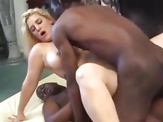BUSTY WOMAN FIRST DOUBLE PENETRATION