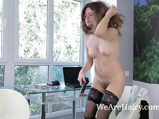 Download video bokep Elena V masturbates with her black dildo in chair Mp4 terbaru