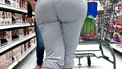 Latina with a bubblebutt