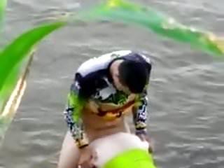 baisse au bord de la riviere
