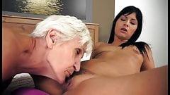 Moms sucking pussy