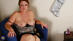 Mature slut mom spanking ass and feeding pussy