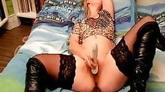 French mature wife masturbates with cucumber
