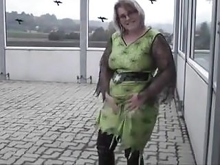 Sexy BBW Outdoor Pissing