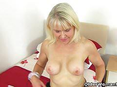 Cleaning gilf Lady Sextasy goes on a masturbation spree