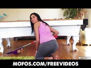 Yoga porn videos latina - Latina sex tapes - curvy latina teases in her yoga pants