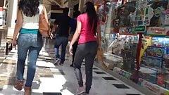 Ass jeans, mama e hija culonas
