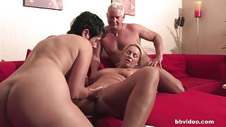 Bbvideo.com Bi german milf fucks a lucky guy in threesome
