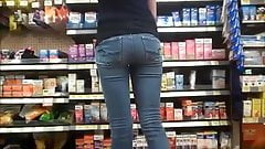 Juicy White Girl Ass In Jeans