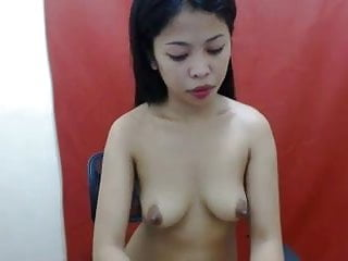 PRETTY THAI GIRL SHOWING HER NICE BOOBS ON CAM