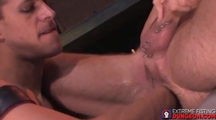 Sizzling homosexual dude fists one other man up his vast gaping asshole
