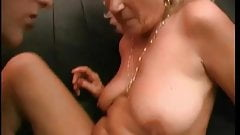 Old slut gets her clit licked