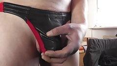 wetlook string schwarzrot