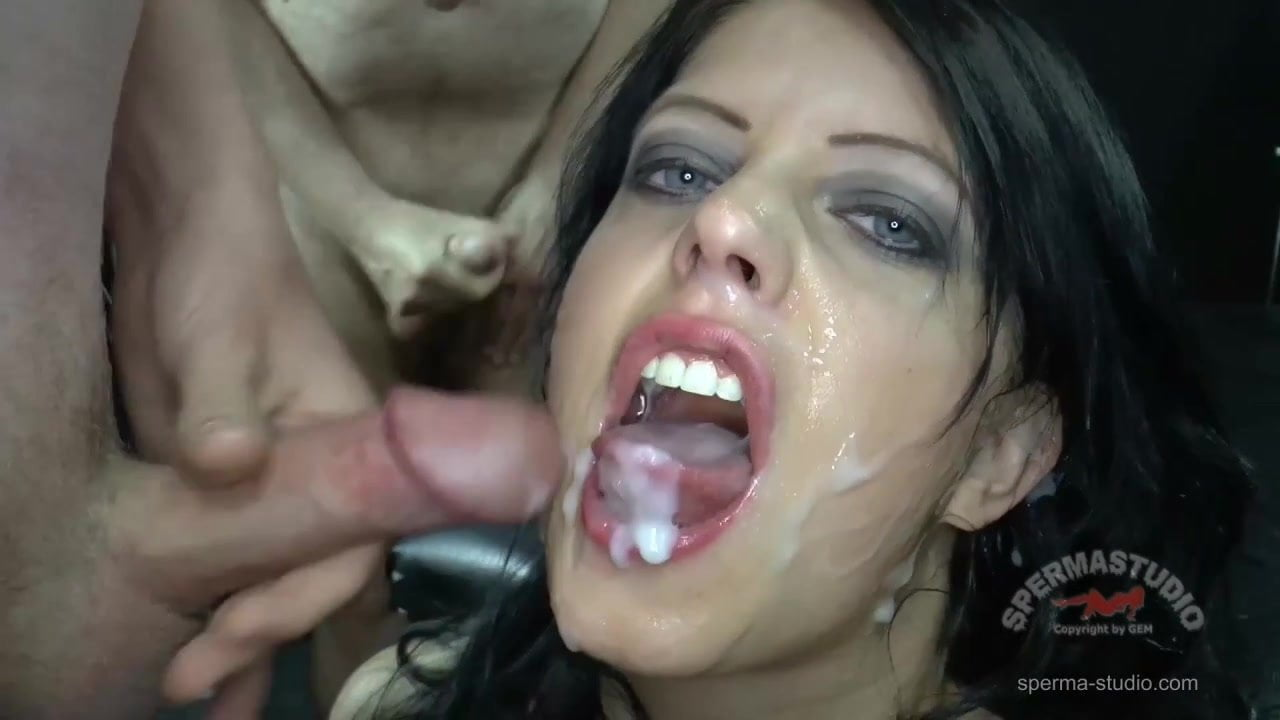 Katy Core in slowmotio cumshot action