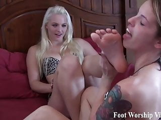 Bella Begs Macy To Let Her Worship Her Feet