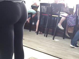 Chicky ass leggings