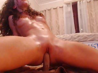 curly cam-slut rides her toy
