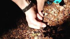 Wichsen im Wald beim Biken