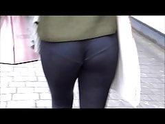 Super tight leggings with VPL