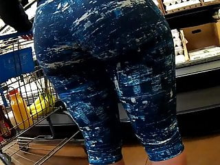 Phat ass filling up that spandex nicely