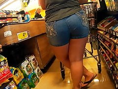 Big booty pawg with thick thighs