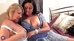 Two hot mature MILFs fuck each other