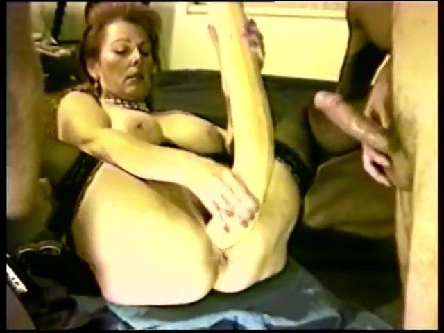 slut have a fun with giant dildo